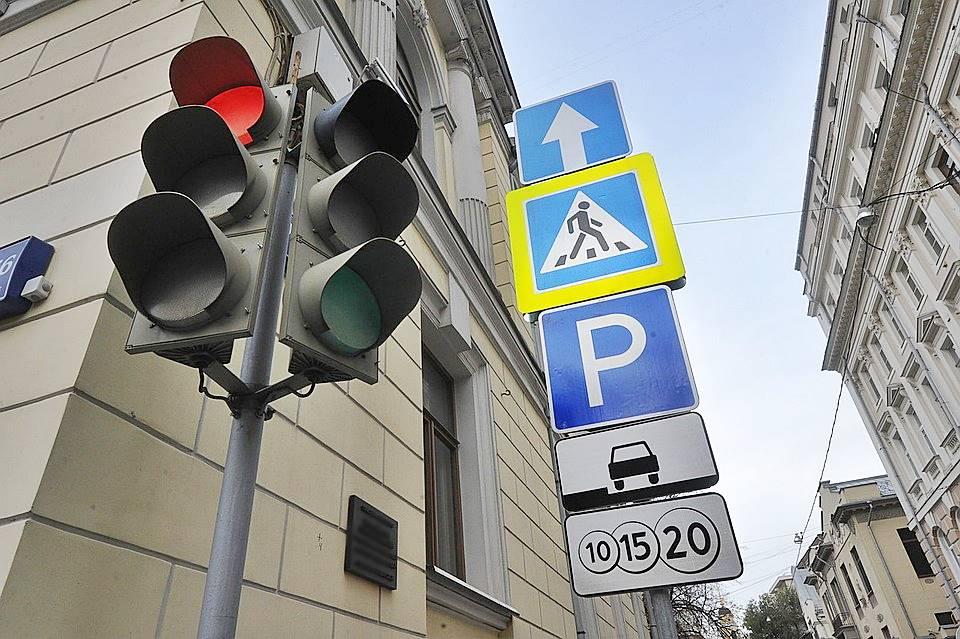 Монтаж и установка знаков движения в городе